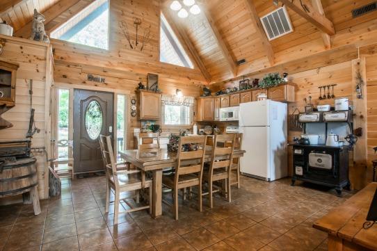 Elk Horn Cabin - Kitchen