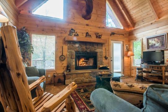 Elk Horn Cabin - Living room 2