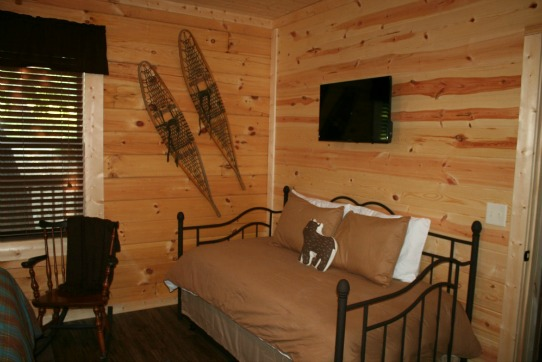 Owl's Nest Cabin - Bedroom 4-2