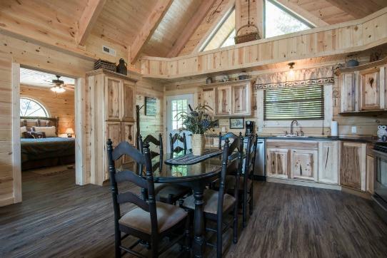 Owl's Nest Cabin - Dining Area